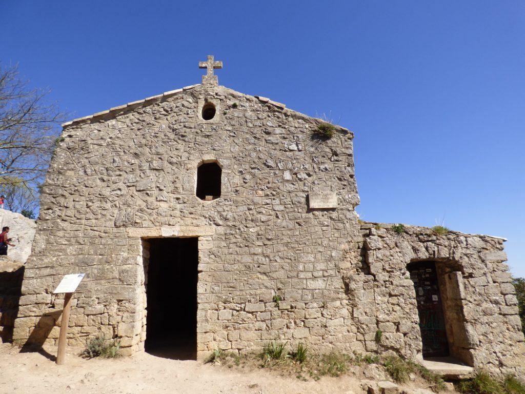 Vue extérieure de la chapelle du Pic Saint-Loup