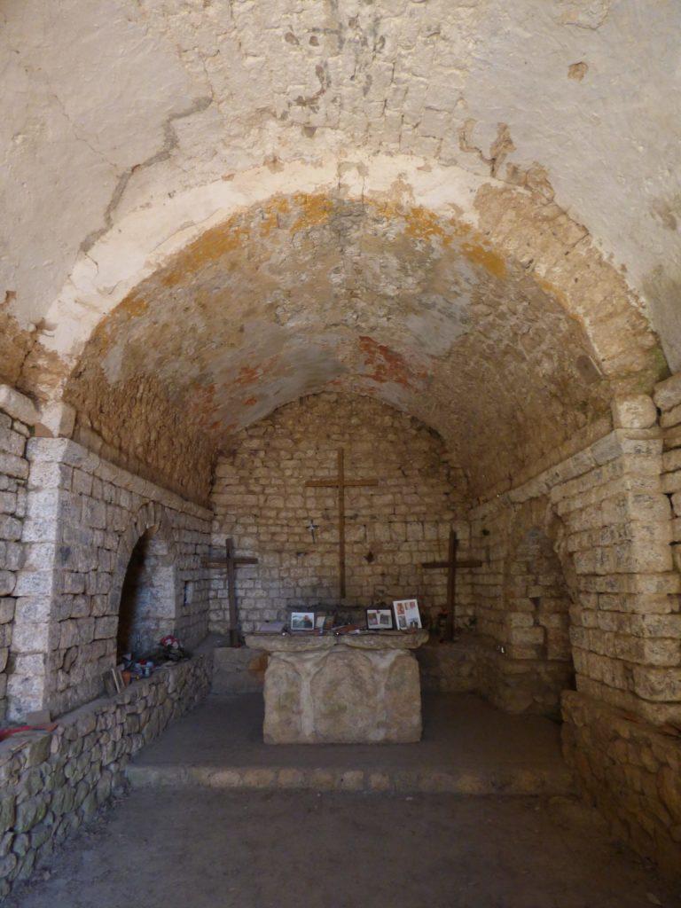 Vue intérieure de la chapelle du Pic Saint-Loup